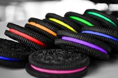 Cool tech possibilities - Vending Machine That Custom-Makes Oreo Cookies at this years' SXSW! I love Oreos! Rainbow Food, Taste The Rainbow, Over The Rainbow, Rainbow Things, Rainbow Stuff, Neon Rainbow, Rainbow Cookie, Rainbow Treats, Rainbow Ice Cream