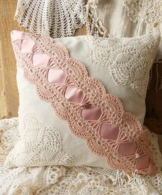 Len a krajky Shabby chic / Zboží prodejce Andin Cushion Covers, Pillow Covers, Sewing Pillows, Crochet Pillow, Handmade Home Decor, Pillowcases, Boho Decor, Decorative Pillows, Boho Fashion
