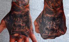 Tatuaje hecho por Sergio Valle de Huesca (España). Si quieres ponerte en contacto con él para un tatuaje/diseño o ver más trabajos suyos visita su perfil: https://www.zonatattoos.com/13piks Si quieres ver más tatuajes de gorilas visita este otro enlace: https://www.zonatattoos.com/tag/542/tatuajes-de-gorilas Más sobre la foto: https://www.zonatattoos.com/tatuaje.php?tatuaje=109980
