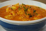 How to make Simple Prawn Curry, recipe by MasterChef Sanjeev Kapoor Easy Prawn Recipes, Fish Recipes, Indian Food Recipes, Ethnic Recipes, Seafood Curry Recipe, Curry Recipes, Vegetarian Recipes, Prawn Curry, Dinner Party Menu