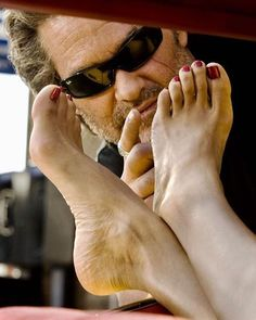 'Death Proof' by Quentin Tarantino. Not a foot fetishist, then. Death Proof, Jackie Brown, Reservoir Dogs, Rosario Dawson, Pulp Fiction, Quentin Tarantino Films, Film Serie, Film Director, Famous Women