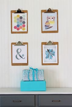 Great idea for easy changing of artwork - clipboards. Christmas Tour of Homes