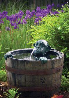 Забавные и оригинальные фонтаны для сада