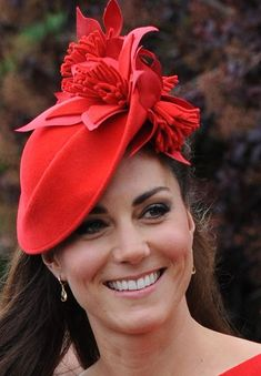 Kate wearing a Sylvia Fletcher fascinator for the Queen's Jubilee River Pageant Kate Middleton, Princesa Kate, The Duchess, Duchess Of Cambridge, Fascinators, Headpieces, Red Fascinator, Herzogin Von Cambridge, Red Hat Society