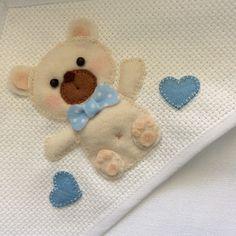 Toalhinha de bebê com aplicação em feltro. Inspirado no trabalho de Myfelt Carla