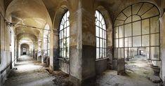 Châteaux, villas, théâtres...Tour d'horizon de notre sélection des plus beaux lieux abandonnés en Italie, d'après le livre « Abandoned places » de Henk Van Rensbergen aux éditions Lannoo.