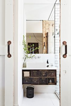 myidealhome:  old & new(viaHomelife / ph. Armelle Habib, st. Julia Green)
