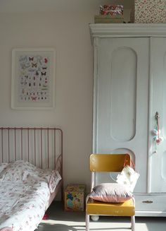 Children's room - Vintage mint cabinet