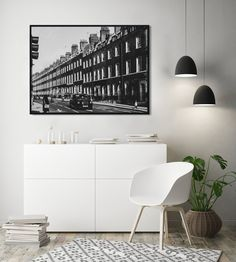 Streets of London - Printable Wall Art - Digital File  London never goes out of style! If you are looking to create a chic and industrial vibe, why not add this black and white street photo print? It will look good in any room and will transport you to this vibrant town :)
