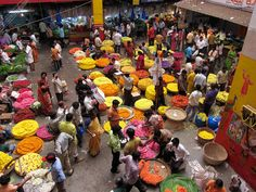 KR flower Market Bangalore by World Of Color, Color Of Life, Places To Travel, Places To Go, World Street, Mughal Empire, Beautiful Streets, Andreas, Different Flowers