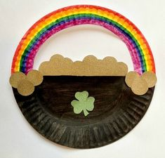 Such an easy St. Patrick's Day craft! | Paper Plate Pot of Gold