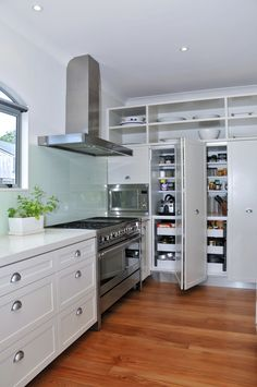 bamboo floors + white cabinets. Love!