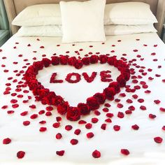 Red Roses & Petals & Love - Anniversary Decorations - Romantic Gifts for Her - Wedding Valentine Anniversary Romantic Room Surprise, Romantic Gifts For Her, Romantic Night, Romantic Ideas, Romantic Roses, Birthday Room Decorations, Anniversary Decorations, Valentines Day Decorations, Surprise Party Decorations