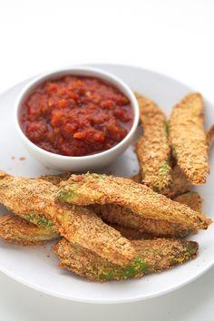 Los palitos de aguacate son un aperitivo muy saludable y fácil de preparar. Sólo necesitas 7 ingredientes y están para chuparse los dedos.