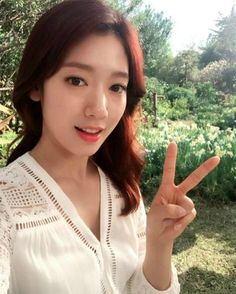 Park Shin-hye is starring in Jung Joon-il's music video. She'll be starring in the music video of 'Wish', the title song of his third album. Hot Asian Instagram, Korean Actresses, Korean Actors, Park Shin Hye Instagram, Very Beautiful Woman, Beautiful Smile, Park Min Young, Jung Yong Hwa, Kdrama Actors