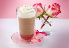 Caffè latte de rosa con vainilla