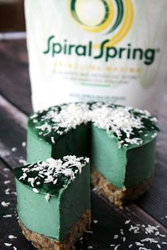 Raw Vegan No-Bake Spirulina Cheesecake with Spiral Spring Spirulina Maxima…made with 8 clean, real food ingredients and it's organic, raw, vegan, gluten-free, dairy-free, soy-free, egg-free, no-bake, paleo-friendly and contains no refined sugar | The Healthy Family and Home #ad #sponsored