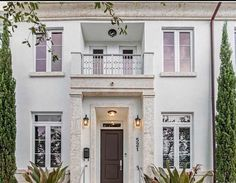 Manhattan Brownstone in Coral Gables, the ideal home with the comforts of a single family home. Exquisitely thought out floor plan, flawlessly merges the exterior courtyard with the interior space. High-end finishes are the core of the home and detailing like plantation shutters, 2 car garage and ample rooms are delivered. Can be sold partially furnished. Walking distance from Miracle Mile, Biltmore Hotel & Coral Gables Youth Center and in a great school zone.  #realestate #realtor #goals…