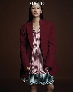 Son Ye Jin and Hyun Bin Vogue photoshoot Korean Fashion Pastel, Korean Fashion Winter, Korean Street Fashion, Pink Fashion, Hyun Bin, Jin, Vogue Photoshoot, Vogue Korea, Legging Outfits
