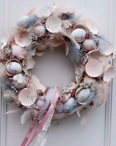 Adorable Easter Wreath Decoration Ideas With Egg And Bunny; Easter Wreath Decoration Ideas With Egg And Bunny; Egg And Bunny; Easter Wreaths, Christmas Wreaths, Diy Easter Decorations, Easter Celebration, Easter Holidays, Shell Crafts, Diy Wreath, Spring Crafts, Easter Crafts