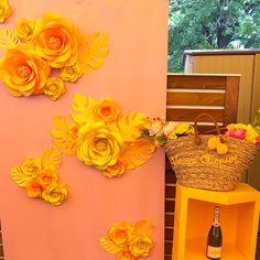 53 отметок «Нравится», 3 комментариев — @MyJourneyAroundTowns (@mandimiranda) в Instagram: «Loved all the flowers from @mio_gallery for the 3 events!! #atlanta #dc #charleston #funday…» Paper Flower Backdrop, Paper Flowers, Charleston, Photo Booth, Backdrops, Atlanta, Events, Gallery, Frame