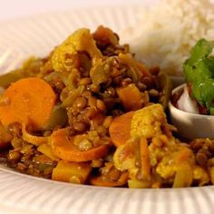 Vegetable Curry with Lentils Grilled Chicken Salad, Vegetable Curry, Lentil Curry, Fresh Coriander, Side Salad, Stuffed Green Peppers, South African Salad Recipes, Chutney, Lentils