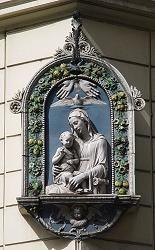 A maddonelle (small Madonna) at via Sistina