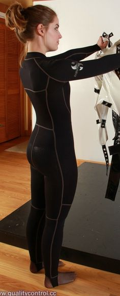 Woman in wetsuit checks a straitjacket. Sexy Leggings Outfit, Scuba Girl, Womens Wetsuit, Best Swimwear, Straight Jacket, Beachwear, Jackets For Women, Swimsuits, Training