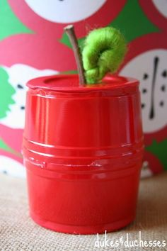 Home Interior And Gifts Upcycle a solo cup into a cute and easy apple favor box that& perfect for a teacher gift or a back to school treat for the kids! Easy Projects, Projects For Kids, Craft Projects, Craft Ideas, Upcycling Projects, Diy Ideas, Party Ideas, Fun Crafts, Crafts For Kids