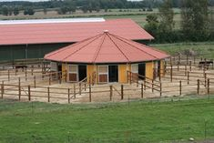 In the center they can poke their heads out and be fed from the centre talkibg to each other. Dream Stables, Dream Barn, Equestrian Stables, Horse Barn Designs, Cattle Barn, Horse Arena, Horse Barn Plans, Horse Shelter, Horse Stalls