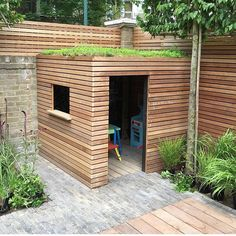 Fantastic Snap Shots garden shed flat roof Style Back garden storage sheds include several works by using, like keeping family debris in addition to lawn prese. Backyard deck with pergola Fantastic Snap Shots garden shed flat roof Style Small Courtyard Gardens, Small Courtyards, Back Gardens, Roof Gardens, Cubby Houses, Play Houses, Ideas Terraza, Shed Of The Year, Garden Storage Shed