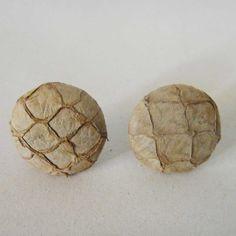 Brincos artesanais produzidos com couro de peixe tratado. Corante natural. Produto ecossocial.  Tamanho aproximado 2,5 cm de diâmetro