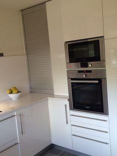 Para aprovechar el rincón nada mejor que una persiana, en este caso de PVC de Portu en Muskiz. #cocinas #muebles