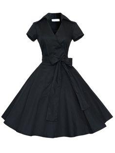 Чёрное модное платье с запахом и бантом