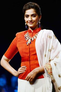 Sonam Kapoor displays an exquisite neck piece at India International Jewelery Week. Saree Blouse Neck Designs, Fancy Blouse Designs, Stylish Blouse Design, Indian Fashion, Clothes For Women, Sonam Kapoor, Long Blouse, Bollywood Fashion, Saree Draping Styles