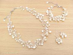 Este sistema de la joyería de cristal, piedra y perlas de agua dulce Mano anudada en hilo de seda  Un sistema = 3 PC (1 PC collar, 1 pulsera de PC, 1 pares pendientes)  Collar -con cierre y cadena ajustable -Longitud 16 con cadena ajustable extra 2  Pulsera -con cierre y cadena ajustable -Longitud (recto): 6 1/4- 6 1/2 con extra 2 cadena ajustable -Usar tamaño: 6 3/4 a 8 1/4  Pendientes -con cables de oreja de plata -Longitud: 1 1/4- 1 1/2  Precio collar = $20,00 Precio pulsera = $14,00…