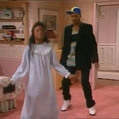 Some Funny Videos, Funny Short Videos, Aesthetic Movies, Aesthetic Videos, Fresh Prince Dance, Will Smith Funny, Prinz Von Bel Air, Ashley Banks, Tatyana Ali