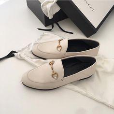 나름 소비에 대한 소신과 철칙이 있다 명품이기 때문에 사진 않지만 사고 싶은게 명품이라면 산다는거! 🎁 Shoe Closet, Kicks, My Style, Shoes, Fashion, Shoe Cabinet, Moda, Zapatos, Shoes Outlet