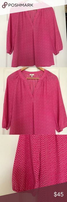 Joie XS silk blouse This cheerful pink Joie blouse is the perfect addition to your closet. Only worn a few times, it was always dry cleaned after wear. Excellent condition! Purchased at Bloomingdales. Joie Tops Blouses