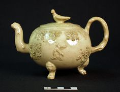 Image: English teapot and cover