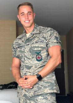 (Marine) Hunks Look Best On Their Knees - Clara Hot Army Men, Sexy Military Men, Hot Cops, Male Fitness Models, Hunks Men, Beautiful Men Faces, Gorgeous Men, Handsome Faces, Handsome Boys