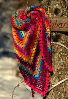 Peps- Châle, chèche au crochet half-granny square tons multicolores/fuchsia