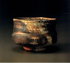 Chawan by Shiho Kanzaki, Japan. Pottery Pots, Raku Pottery, Pottery Sculpture, Glazes For Pottery, Slab Pottery, Pottery Ideas, Japanese Ceramics, Japanese Pottery, Matcha