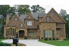 Craftsman House Plan with 4145 Square Feet and 4 Bedrooms(s) from Dream Home Source | House Plan Code DHSW69009