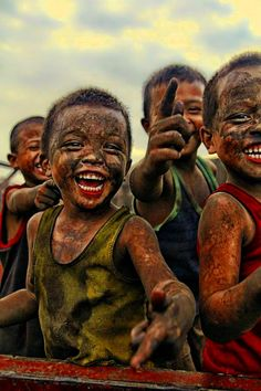 Visit slums of Manila. (if children in the depressing slums of Manila can still play and smile and laugh. ) Be HAPPY ! Smile Face, Your Smile, Make You Smile, Be Happy And Smile, Being Happy, Smile Kids, Beautiful Smile, Beautiful Children, Precious Children