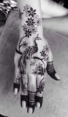 Henna peacock Henna Hand Designs, Mehndi Designs Finger, Peacock Mehndi Designs, Indian Mehndi Designs, Modern Mehndi Designs, Mehndi Designs For Fingers, Mehndi Design Pictures, Beautiful Mehndi Design, Bridal Mehndi Designs
