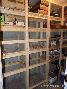 Build Walk In Cold Room - DIY Cold storage Room. How to build Wooden Vegetable bins in cold storage room. Wire Mesh Vegetables bins and storage shelves. Cold room idea for USA house basement. Food Storage Rooms, Food Storage Organization, Pantry Storage, Storage Bins, Diy Storage, Storage Ideas, Shelving Ideas, Kitchen Storage, Pantry Labels