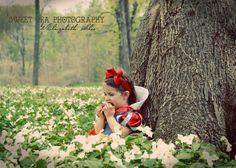 Snow White Fairy Tale Photo shoot. Toddler Girl Photo shoot ideas. 2 year Old, Toddler, Outdoor photography. Disney Princess Sweet Pea Photography Norwalk, OH