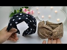 Tiara Turbante Cruzada na TIARA LARGA - YouTube Fabric Headbands, Cute Headbands, Headband Styles, Diy Hair Bows, Diy Bow, Princess Hair Bows, Chain Headpiece, Baby Hair Bands, Alice Band