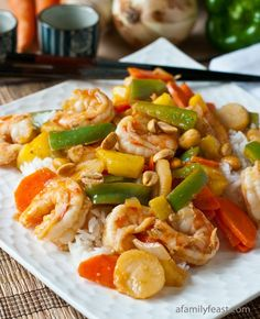 Sweet and Sour Shrimp Stir-Fry - adapted from a Weight Watchers recipe, this is a super delicious and low-calorie dinner that dieters and non-dieters will love!